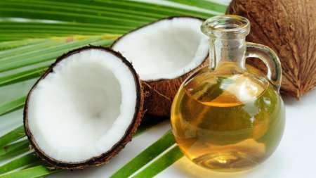 Coconut oil for face and body - the methods of application, recipes, mask