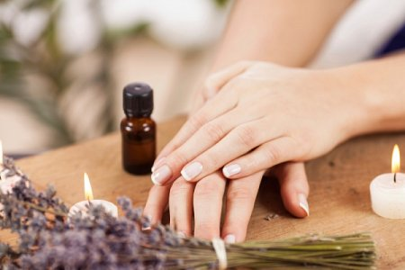 How to strengthen the nails 8 baths with essential oils