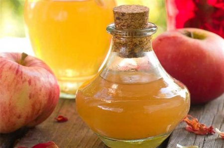 Apple cider vinegar helps to clear the skin from imperfections!