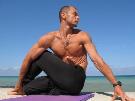 12 Reasons Men Should Do Yoga Every Day